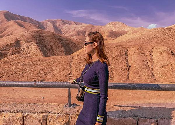 Minh Hằng sống ảo giữa cảnh thiên nhiên đẹp ảo diệu của Israel.