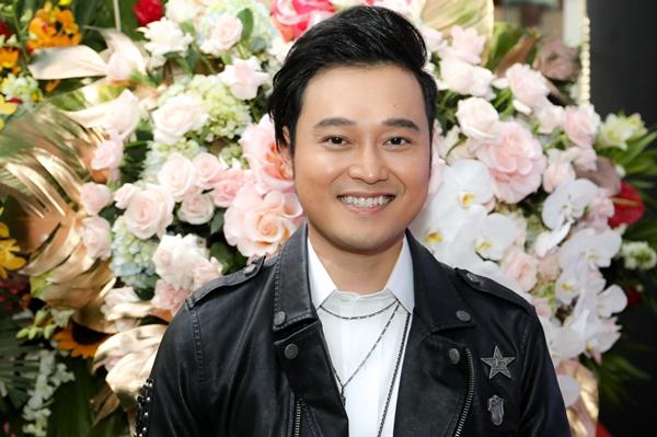 Tham dự sự kiện còn có nam ca sĩ Quang Vinh.