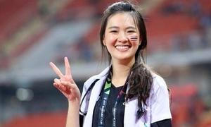 Nữ bác sĩ xinh như hot girl của tuyển Thái Lan tại AFF Cup