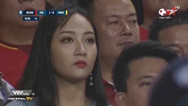 Một bóng hồng nữa lọt vào ống kính truyền hình là Phương Thuận - với khoảnh khắc đang rất tập trung vào trái bóng.