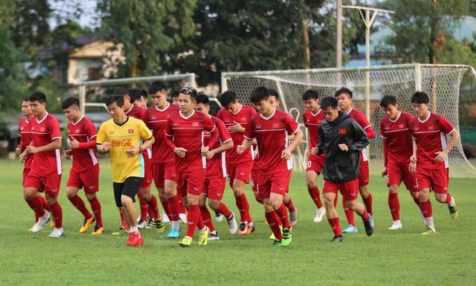 <p> Sau chiến thắng đáng tự hào trước tuyển bóng đá Malaysia, các cầu thủ của tuyển Việt Nam đã có buổi luyện tập nghiêm ngặt dưới sự hướng dẫn của HLV Park Hang-seo vào ngày 18/11.</p>