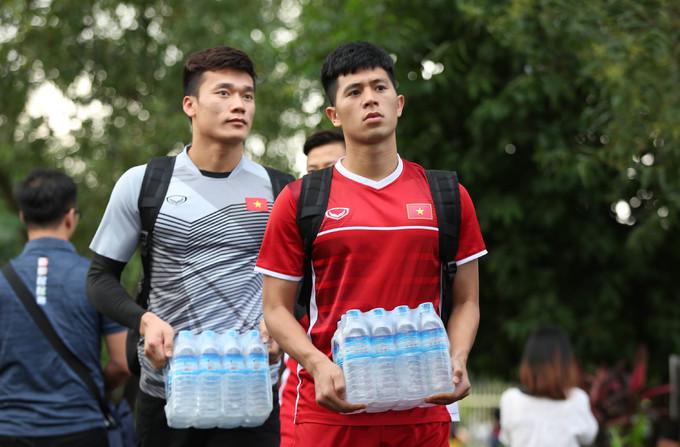 <p> Vào tối 16/11, họ đã có chiến thắng xứng đáng trước đội tuyển Malaysia với tỷ số 2-0 nhờ hai lần ghi bàn của Công Phượng và Nguyễn Anh Đức. Vượt qua được Malaysia, tuyển Việt Nam sẽ đối đầu với ĐT Myanmar trong trận vòng bảng cho AFF Cup 2018, diễn ra vào 18h30, tối thứ ba tuần sau.</p>
