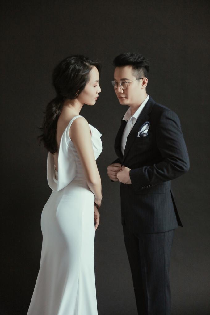<p> Hoàng Bách cho biết lý việc lựa chọn con số 12 không phải vì có ý nghĩa đặc biệt. Với vợ chồng anh, dù là 10 hay 12 cũng chỉ là con số đếm, quan trọng vẫn là tình cảm mà cả hai vẫn dành cho nhau suốt hơn một thập kỷ qua.</p>