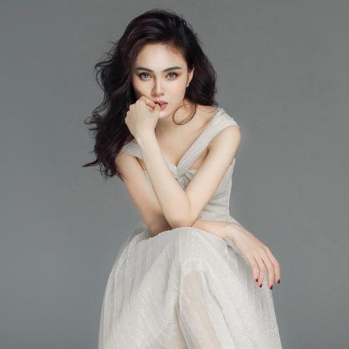 Lưu Hiền Trinh khoe vẻ sắc sảoe
