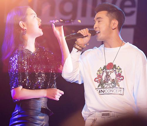 Ưng Hoàng Phúc - Phạm Quỳnh Anh lại khiến fan tan chảy khi kết hợp trên sân khấu.