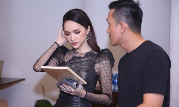 Hương Giang và bạn trau cũ gặp mặt nhau giữa sự kiện.