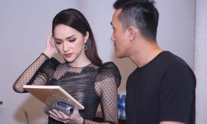 Hương Giang thoải mái chạm mặt tình cũ Criss Lai ở sự kiện