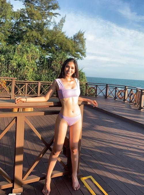 Cuộc thi Miss World đã chính thức bỏ phần thi bikini. Do đó, hoạt động ghi hình ngoài bãi biển là một trong những dịp hiếm hoi để các người đẹp khoe dáng. Mới đây, Hoa hậu Tiểu Vy đã diện bikini 2 mảnh, tự tin khoe body săn chắc, nóng bỏng.