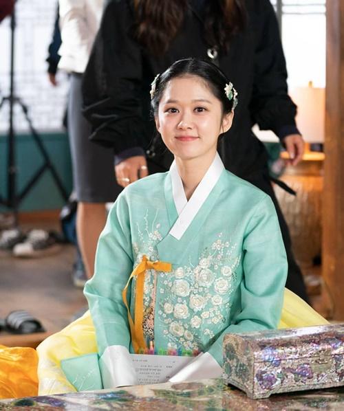 Jang Na Ra xinh đẹp hack tuổi trong trang phục cổ trang.