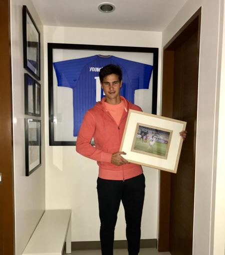 Với 100 lần khoác áo ĐTQG cùng với việc ghi 52 bàn thắng đã giúp anh vươn lên vị trí thứ 4 trong top những chân sút ghi nhiều bàn thắng nhất cho ĐTQG tại Đông Nam Á.