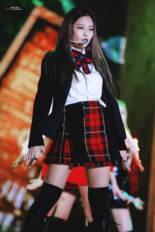 Outfit của Jennie thường có giá đắt hơn các thành viên khác và hầu hết đều đến từ các thương hiệu nổi tiếng.