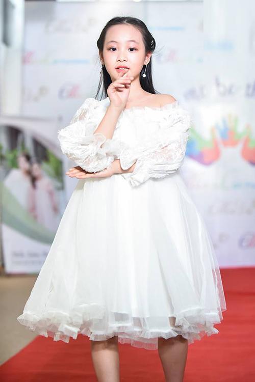 Đại tiệc thời trang mùa lễ hội cuối năm của thương hiệu EllieVu sẽ chính thức được diễn ra vào tối 1.12. 2018 tại khuôn viên trường ĐH Dược Hà Nội  19 Lê Thánh Tông, di sản kiến trúc đặc biệt gần 100 tuổi trong lòng Hà Nội.