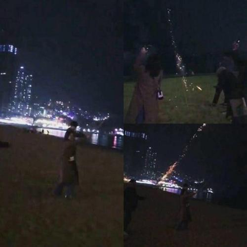 Tháng 2/2018, hình ảnh lan truyền Chi Pu và bạn trai tin đồn - Jin Ju Hyung đi xem bắn pháo hoa tại Đài Loan vào dịp Tểt Nguyên đán.