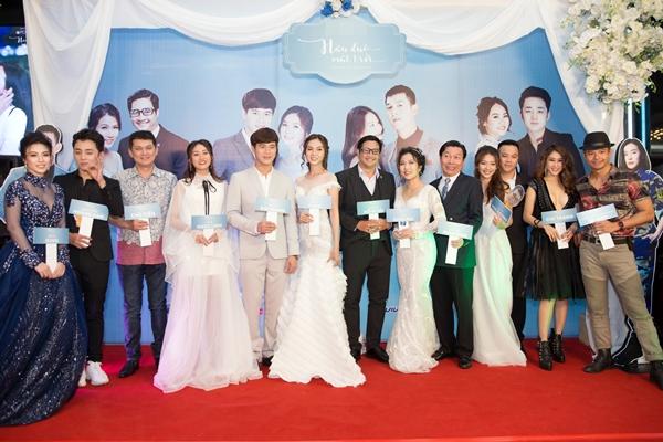 Tối 19/11, Hậu duệ Mặt trời phiên bản Việt chiếu 2 tập cuối cùng. Ê kip của phim tổ chức một sự kiện đám cưới tập thể với sự tham dự của các cặp diễn viên trong phim.