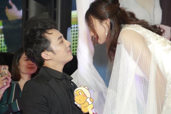 Cặp đôi binh nhất Hoàng Nam và y tá Ngọc Linh.