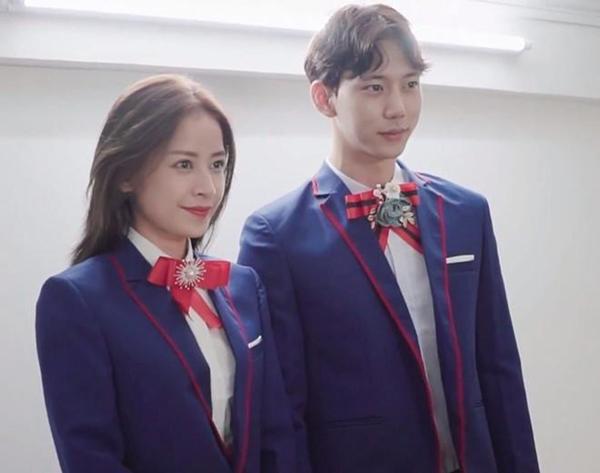 Chi Pu và nam diễn viên xứ Hàn một mực im lặng trước mọi thông tin về chuyện tình cảm này.
