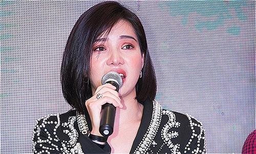 Lưu Đê Ly khóc nức nở khi vào vai con gái người phụ nữ làng chơi