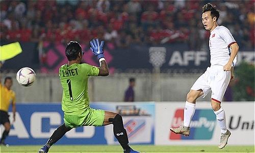 Báo nước ngoài tranh cãi về bàn thắng hụt của Văn Toàn