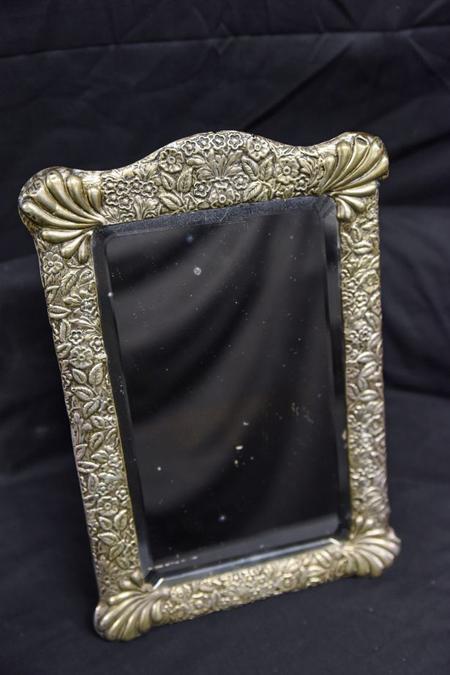 Chiếc gương có khung bạc của thuyền trưởng tàu Titanic ẩn chứa câu chuyện kỳ lạ
