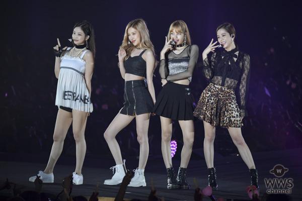 Trang phục của Jennie tuy có màu sắc nổi bật nhất Black Pink nhưng đồng thời cũng giữ luôn danh hiệu kiểu dáng xấu nhất. Chiếc áo váy lộ cả quần phía trong khiến cô nàng trông kệch cỡm.