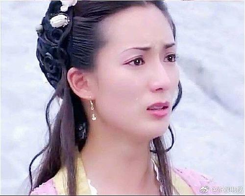 Trước vai Đông Phương bất bại, Trịnh Tú Trân khiến khán giả nhớ đến mình qua vai Hà Tiên Cô trong Đông du ký  một trong những bộ phim quen thuộc với khán giả Việt Nam.