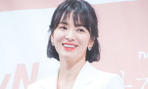 Song Hye Kyo rạng ngời, Park Bo Gum lộ ánh mắt tình tứ