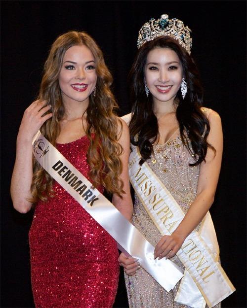 Celina chụp hình cùng đương kim Hoa hậu Siêu quốc gia - Jenny Kim. Trước đó, cô chia sẻ trên Global Beauties: Sinh ra chỉ có nửa tay trái nhưng tôi vẫn luôn muốn theo đuổi ước mơ và trở thành nhân vật truyền cảm hứng cho mọi người. Tôi sẽ cố gắng hết sức để biến giấc mơ của mình thành hiện thực.