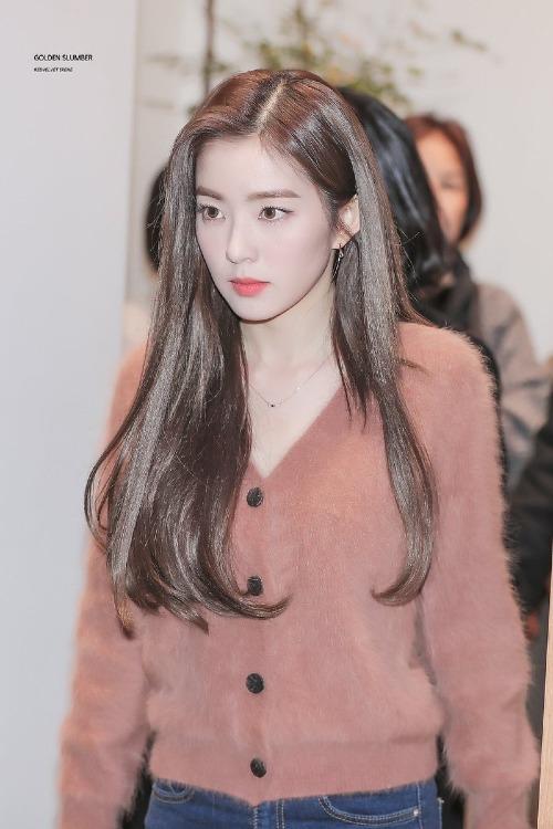 Nhiều fan choáng ngợp trước vẻ đẹp của Irene. Đa số đều công nhận rằng, dù idol nữ trẻ trung xinh tươi ra mắt ngày càng nhiều nhưng vẫn chưa có ai đánh bại được gương mặt cực phẩm này.