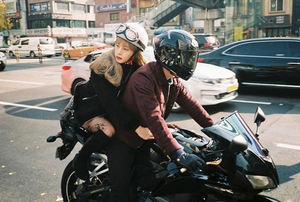 Kim Min Seok khiến các fan choáng váng khi giả gái quá xuất sắc trong phim mới sắp lên sóng trên đài tvN.