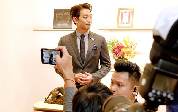 Phí Phương Anh, Kelbin Lei nhắng nhít khi dự sự kiện cùng Bi Rain - 4