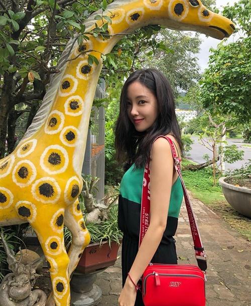 Hyo Min giản dị đi chơi đây đó ở Nha Trang, không quên ghi lại những hình ảnh thú vị.