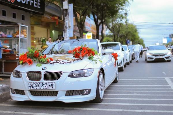 HH Đại dương Đặng Thu Thảo được rước dâu bằng xe mui trần - 1