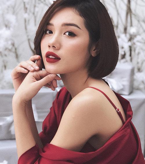 Ở vòng lựa chọn đội, Minh Hằng ngay lập tức giơ bảng khi nhìn thấy Trâm Anh vì bị vẻ xinh xắn hút mắt của cô nàng chinh phục.