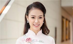 'Người đẹp truyền thông' Ngọc Vân nhận giải thưởng sinh viên xuất sắc