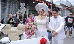 Hoa hậu Đặng Thu Thảo được rước dâu bằng xe mui trần