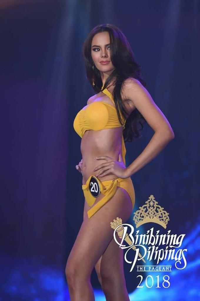 <p> Trước khi chinh chiến tại Hoa hậu Hoàn vũ 2018 cùng H'Hen Niê và các đối thủ đến từ khắp các quốc gia, vùng lãnh thổ trên thế giới, Catriona Grey từng ghi dấu tại Miss World 2016 và vào top 5 chung cuộc.</p>