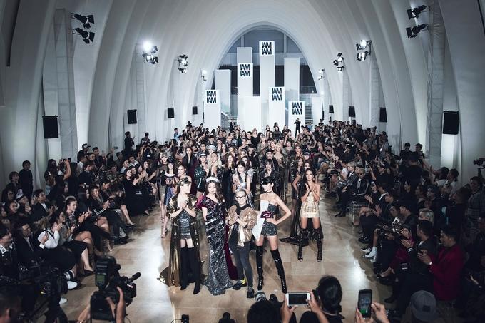 """<p> Tối 26/11, show diễn thời trang """"I am What i am - Tôi là chính tôi"""" của NTK Chung Thanh Phong diễn ra tại TP HCM.</p>"""