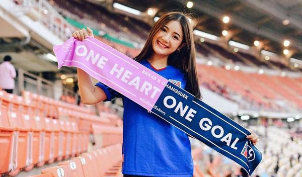 Báo châu Á ngỡ ngàng trước vẻ đẹp của fan girl Việt Nam - 4