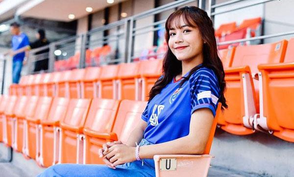Báo châu Á ngỡ ngàng trước vẻ đẹp của fan girl Việt Nam - 5