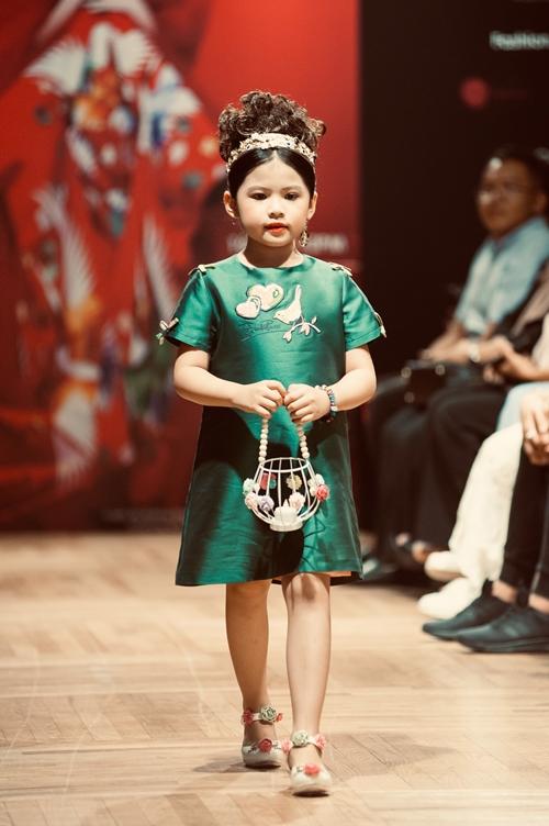 Á hậu nhí 6 tuổi gốc Việt tỏa sáng ở Tuần lễ thời trang Malaysia - 3