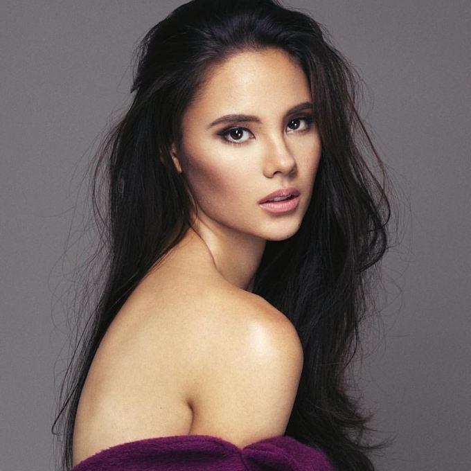 <p> Sau khi tốt nghiệp trung học, cô cùng gia đình về sinh sống ở Thủ đô Manila của Philippines.</p>
