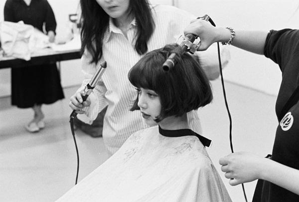 Lisa gây sốt với bức ảnh tóc ngắn trên Instagram. Với gương mặt xinh đẹp, thành viên Black Pink để kiểu tóc nào cũng không thể xấu nổi.