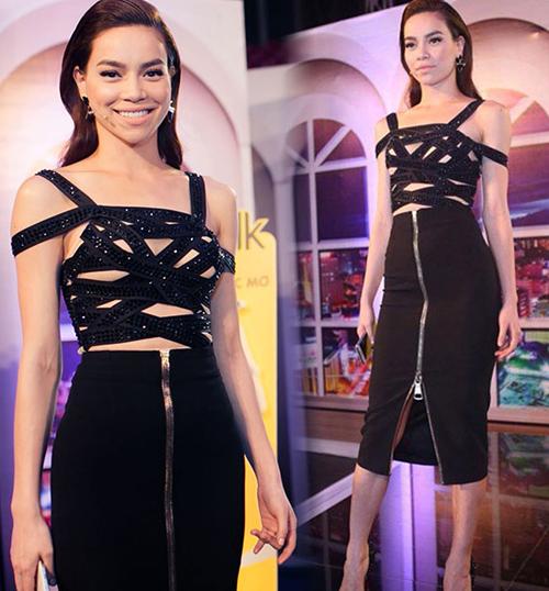 Bộ váy của Hà Hồ từng bị ném đá kịch liệt trước khi cô tuyên bố dướp lớp vải đan chéo hở tứ tung là một lớp vải màu nude che chắn kín đáo.