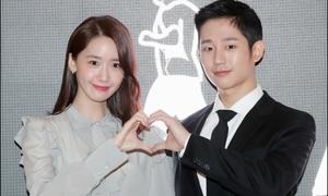 Yoon Ah cứ đứng cạnh sao nam là fan 'rần rần' vì quá đẹp đôi
