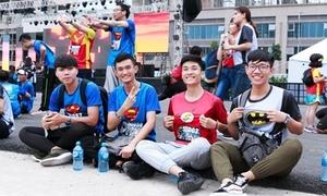 Khoảnh khắc hóa siêu anh hùng đẹp mắt của giới trẻ Sài Gòn