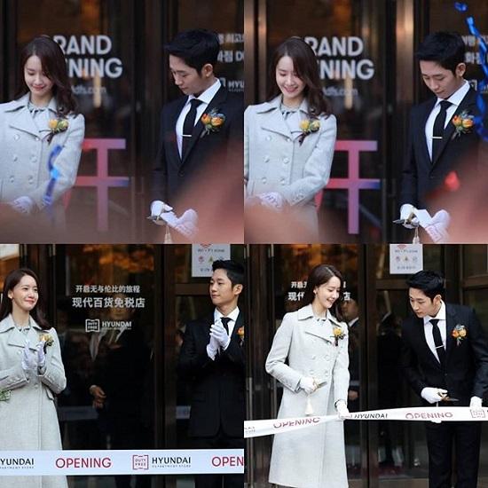 Yoon Ah cùng Jung Hae In đều có khuôn mặt nhỏ đáng ghen tỵ, hình tượng trong sáng. Cặp đôi đi sự kiện cũng giống một cảnh phim.