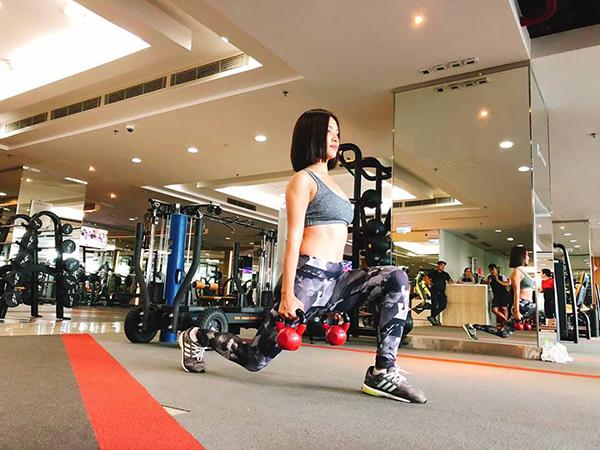 Ái Phương tự nhận mình rất cơ bắp vì tập tạ chăm chỉ.