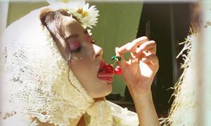 Bị chỉ trích phản cảm, khiêu dâm trong MV mới, êkip của Chi Pu phủ nhận