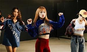 Rapper lai Chung Thương 'nhảy như máy' ăn mừng MV triệu view