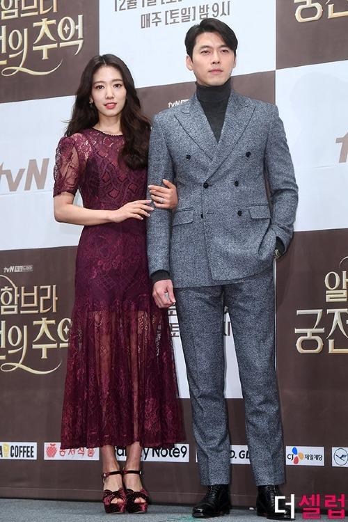 Sáng 28/11, bộ phim Memories of the Alhambra đã tổ chức buổi họp báo với sự xuất hiện của đạo diễn và dàn diễn viên chính. Trong dự án này, Park Shin Hye và Hyun Bin trở thành cặp đôi mới toanh của màn ảnh nhỏ Hàn Quốc.